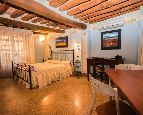 tosca2-500x400 Lodging in Lucca